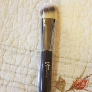 It Cosmetics Brush # 10